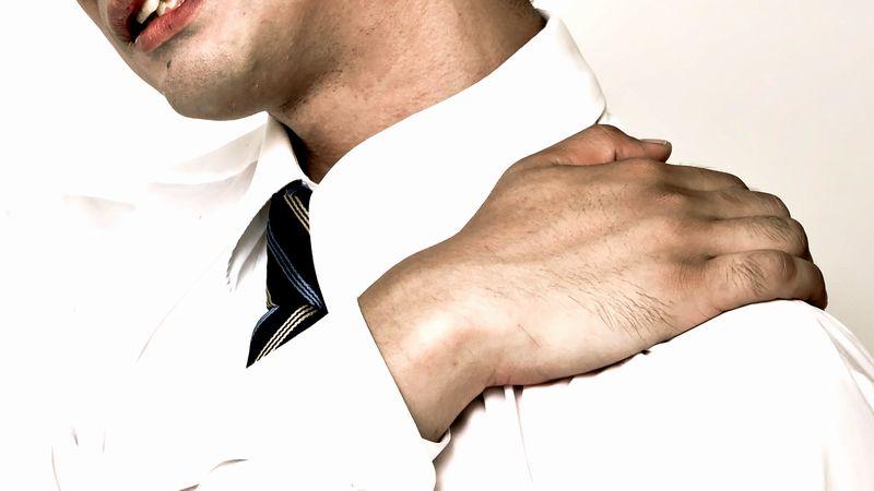 肩 首 痛み